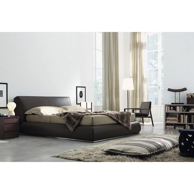 Cama tapizada baldo con z calo camas de dise o italiano for Camas plegables diseno italiano